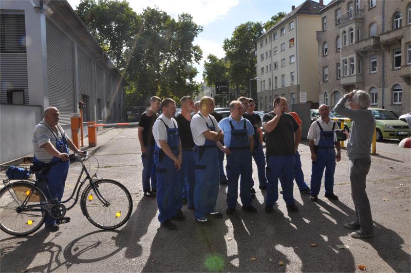 Mitarbeiter von Caterpillar Energy Solutions während der Dreharbeiten in Mannheim.